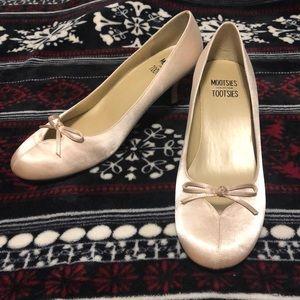 👡 Gold Kitten Heels 🐱 299